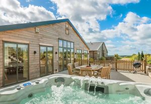 Holiday lodge with hot tub in front