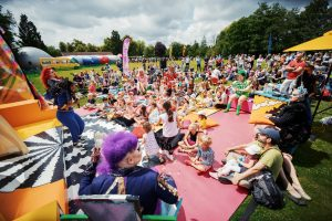 HAt Fair 2019 crowds gathered around an act