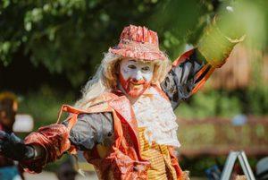 Clown performer